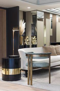 W. DESIGN é uma empresa de design de interiores, situada em Hong Kong. O escritório do grupo conta com uma equipe de designersextremamente competentes e qualificados, responsáveis pela execução de luxuosos interiores residenciais e de famosos hotéis, como Ritz, Hyatt, Marriott, Sheraton, entre tantos outros, tão famosos, quanto. Estão também envolvidos na concepção do mobiliário,… Leia mais Design em Hong Kong