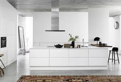 I'm completely in love with the visualisations if this Designa kitchen. I like the wooden accents and the black surfaces of the oven and stovetop that stand out against all the bright white. — Ik ben helemaal weg van de … Continue reading →