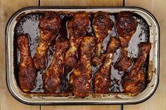 Zin in een makkelijke en snelle variatie op de ajam smoor? Dan weet ik zeker dat je deze kip heerlijk zal vinden. Binnen een uurtje op tafel!