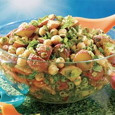 Indian-Spiced Roasted Potato and Chickpea Salad recipe - Fresh Juice Great for work lunches and pot luck events Chickpea Salad Recipes, Vegetarian Recipes, Cooking Recipes, Healthy Recipes, Healthy Options, Indian Salads, Indian Dishes, Roasted Potatoes, International Recipes