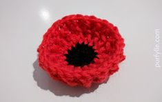 This poppy will sit up nice and proud and hold it's shape even if left out in the rain. The pattern is provided in both Australian/UK terms and US terms. Crochet Poppy Pattern, Crochet Motif, Crochet Stitches, Free Crochet, Crochet Appliques, Crochet Bows, Crochet Crafts, Crochet Projects, Knit Crochet