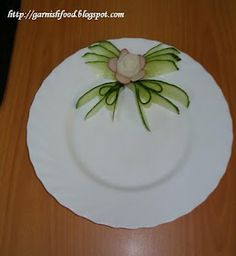 Fruit Carving Arrangements and Food Garnishes: Plate Food Garnish - Part 1
