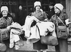 Swedish nurses leaving Stockholm for volunteer work in Finland, 1940