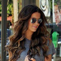 Wavy Curls Tut - love her hair color(: @ The Beauty ThesisThe Beauty Thesis Twisted Hair, Wavy Curls, Loose Curls, Soft Curls, Wavey Hair, Brown Curls, Hair Perms, Bouncy Curls, Light Curls