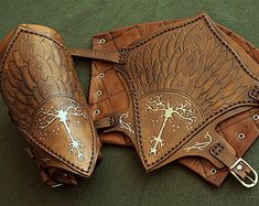 Aragorn replica leather bracers. Lord of the rings armor piece. Natural leather bracers for larp rol and cosplay