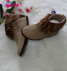 Diy Friendship Bracelets Tutorial, Bracelet Tutorial, Crochet Shoes Pattern, Shoe Pattern, Diy Clothes And Shoes, Macrame Tutorial, Brochure Design, Diy And Crafts, Slippers