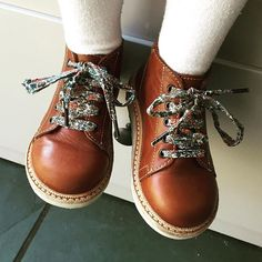 Cutest little tan leather boots with floral print laces by Young Soles London Little Girl Fashion, My Little Girl, My Baby Girl, Toddler Fashion, Kids Fashion, Outfits Niños, Kids Outfits, Girls Shoes, Baby Shoes