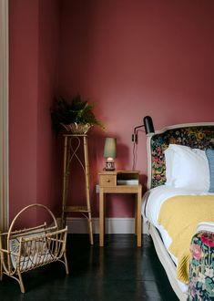 Colorful mood: The Rose hotel in England, Home Decor, Colorful mood: The Rose hotel in England Bedroom Red, Home Decor Bedroom, Design Bedroom, Bedroom Ideas, Burgundy Bedroom, Red Bedrooms, Rose Bedroom, Master Bedroom, Shabby Bedroom