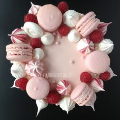 Sněhové pusinky Pavlova, Cake Decorating Tips, Sugar Rush, Macarons, Pretty Cakes, Ornament Wreath, Cake Cookies, Yummy Cakes, Cake Designs