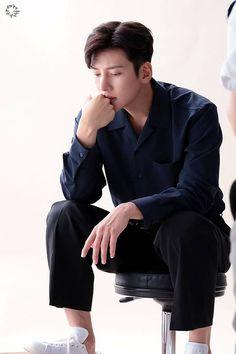 Korean Men, Korean Actors, Asian Boys, Asian Men, Suspicious Partner Kdrama, Lee Sun, Ji Chang Wook Smile, Ji Chang Wook Photoshoot, Park Hae Jin