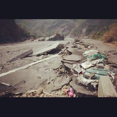 Road destroyed in #Maolin after flooding #茂林 的路被洪水沖走 #Taiwan