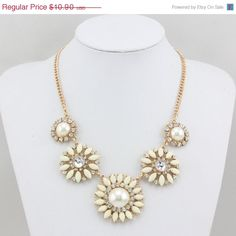 Pearl Statement Necklace, Round Flowers Statement Necklaces