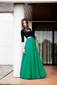 vestido-largo-fiesta-nochevieja-con-falda-verde-y-top-negro-de-arimoka-online.jpg (800×1200)