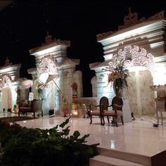 Details Balinese wedding in white...i am so happy for the final result! #suryodecor#weddingreception#balinesewedding#pelaminanbali#balimodern#resepsipernikahan#dekorasibali#bali#instawedding#jakartawedding#baliwedding#menara165