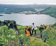 Eintopf aus dem Erdloch Insel-Hopping auf den Azoren – Zwischen Teeplantagen und Vulkankratern - via Südwest Presse 28.10.2013 | Wale beobachten und auf den höchsten Berg Portugals steigen – auf den Azoren ist beides möglich. Die Inselgruppe im Atlantik bietet Touristen abwechslungsreiche Urlaubsmöglichkeiten. #Portugal