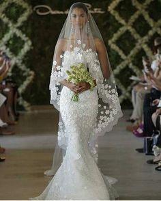 Vestido de noiva - Veja +. #vestidodenoiva #noiva #casamento #lacremania #ideia #inspiração  #sereia #veu