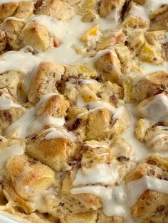 Cinnamon Roll Casserole with peaches n' cream. Frozen peaches, cream cheese, powdered sugar, and cinnamon rolls combine to create the best sweet breakfast treat. Only 4 ingredients needed! CINNAMON ROLL CASSEROLE Is it desert? Breakfast? All I can say is I can basically eat this peaches n' cream cinnamon roll casseroles anytime! Frozen peaches make … Biscuit Cinnamon Rolls, Cinnamon Roll Icing, Cinnamon Roll Monkey Bread, Cinnamon Roll Casserole, Cinnamon Roll Pancakes, Breakfast Casserole Sausage, Brunch Recipes, Breakfast Recipes, Beans And Cornbread