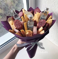 Самый аппетитный #backstage 🤳🏻 С пятницей, дорогие мои🎉🕺 Beer Bouquet, Food Bouquet, Gift Bouquet, Candy Bouquet, Homemade Gifts, Diy Gifts, Fruit Flower Basket, Fruit Basket Delivery, Plateau Charcuterie