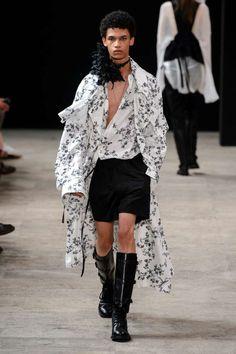 Ann Demeulemeester Spring-Summer 2018   Paris Fashion Week