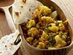 Chakalaka-Salat aus Südafrika mit Fladenbrot ist ein Rezept mit frischen Zutaten aus der Kategorie Blütengemüse. Probieren Sie dieses und weitere Rezepte von EAT SMARTER!