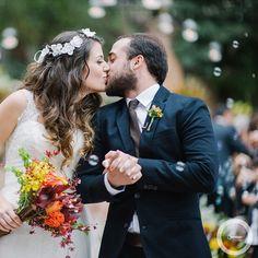 O casamento dos lindos Gaby & Biel no #lapisdenoiva ♥️Impossível não se apaixonar pelos votos do Gabriel, pela alegria dos noivos e pelo casamento dos sonhos! ♥️ Tem muito amor no www.lapisdenoiva.com ♥️ #amolapisdenoiva #muitoamor #casamentodedia #casamentonafazenda {foto e video: @the_kreulichs}