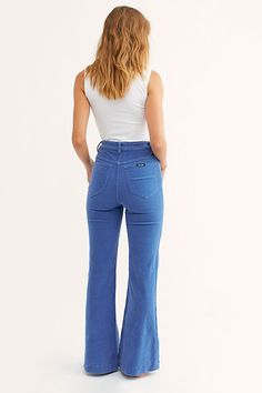 Sexy Jeans, Wide Jeans, Skinny Jeans, 70s Fashion, Fashion Ideas, Womens Fashion, Aesthetic Fashion, Aesthetic Clothes, Flare Pants