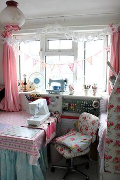 Sewing corner, pink.