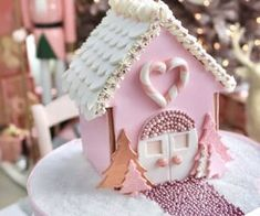 Pink christmas discovered by 🍥🐰MιssCαһ🐰🍥 on We Heart It Shabby Chic Christmas, Pink Christmas, Christmas Baking, Christmas Crafts, Xmas, Cool Gingerbread Houses, Christmas Gingerbread House, Christmas Cookies, Biscuit