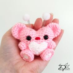It's almost Valentines Day! Hearty is the perfect gift to make with this free amigurumi pattern! Or you can keep him yourself of course Crochet Gifts, Crochet Dolls, Free Crochet, Amigurumi Patterns, Crochet Patterns, Crochet Ideas, Double Crochet, Single Crochet, Lana
