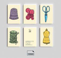 """O modelo """"Costurando"""" é o cartão de visita ideal para profissionais da moda e do corte e costura. É só editar os dados e está pronto o seu novo cartão de visita!"""