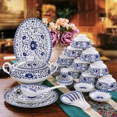 High-end chinaware 58 pieces European high-grade bone china blue and white glazed ceramic dinnerware dishes bowl plate Set