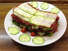 "Zucchini - cucumber - ""Lasagna"" with persimmon - beet - sauce"
