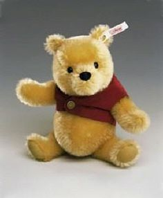 Classic Pooh by Steiff