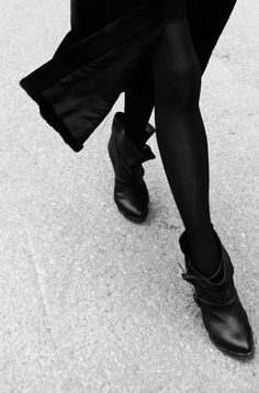 ankle boots, long coat, all black everything Looks Chic, Looks Style, Style Me, Black Style, Classic Style, Style Noir, Mode Style, Corsets, Moda Formal