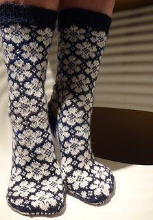Ravelry: pleximo's White Flowers - don't knit socks but worth getting for the flower pattern. Crochet Socks, Knit Mittens, Knit Or Crochet, Knitting Socks, Hand Knitting, Knitting Patterns, Floral Socks, Ravelry, Socks