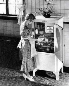 Vintage Streetstyle: the - Page 2 - the Fashion Spot Vintage Pictures, Old Pictures, Old Photos, Vintage Images, 1920s Photos, Time Pictures, Old Kitchen, Vintage Kitchen, Retro Vintage
