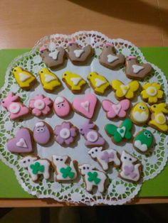 Velikonoční perníčky. Sugar, Cookies, Desserts, Food, Crack Crackers, Tailgate Desserts, Deserts, Biscuits, Essen