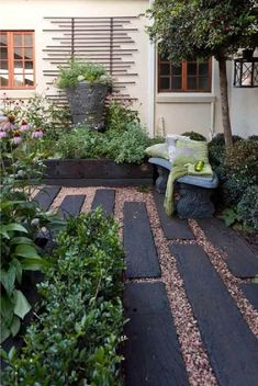 44 Magical Front Yard And Backyard Gravel Garden Design Ideas Magical Front Yard And Backyard Gravel Gravel Garden, Garden Paths, Garden Beds, Pea Gravel, Railroad Ties Landscaping, Front Yard Landscaping, Landscaping Ideas, Mulch Landscaping, Design Patio