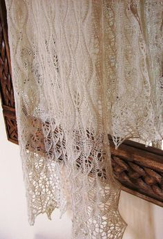 This lovely lacy wrap is the perfect addition to a beautiful bridal gown but would be just as suitable for a special wedding guest or bridesmaid. Gorgeous in traditional tones of white, ivory or pearl and equally stunning in lilac, duck-egg blue and pale dusky pink...or how about one for the theatre (or to match bridesmaid dresses) in deep red, emerald or purple?....Whichever you choose I am confident that this stylish pattern will look wonderful.You'll need approximately 375 0.6mm Toho b...