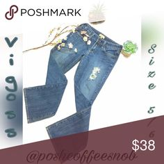 🎉Hp🎉 VIGOSS JEANS Size 6 Excellent Used Condition, Size 5,6, Medium blue denim, Distressed jeans, Flare leg, Vigoss Jeans Flare & Wide Leg