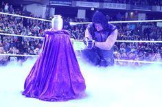 Undertaker 2014 | WWE Superstar The Undertaker at Raw with Paul Bearer's urn