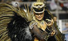 Ellen Roche, rainha de bateria da Rosas de Ouro, no primeiro dia de desfiles do Grupo Especial do Caranaval de São Paulo. 2013