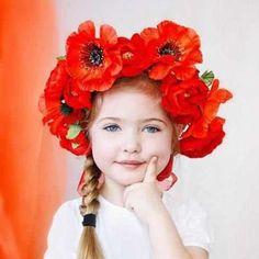 <3 flowers in her hair