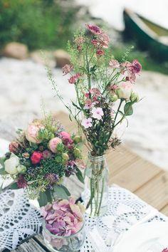 Wiesenblumen Tischdekoration,Herbstliche Blütenpracht von Christin Lange Fotografie www.blumig-heiraten.de