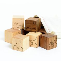 This set helps children learn numbers as they mimic the hands on the blocks. Counting on fingers is a childs first important experience with number