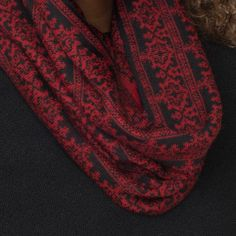 Rosa baby alpaca double faced jacquard pattern snood cranberry red detail