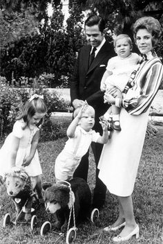 The Greek royals in 1970 - King Constantine, Queen Anne-Marie, Princess Alexia, Crown Prince Pavlos, and Prince Nikolaos.