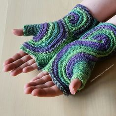 Knitting and so on: Octavo Fingerless Gloves