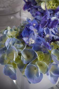 ♥ ♥ ♥ Ηydrangeas...Purple flowers wedding table arrangements.. #wedding #Fleria www.fleria.gr