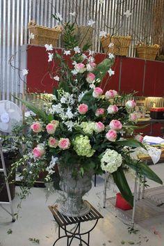 how to make a large scale urn arrangement flowers floral design huge class tutorial diy altar escort card table orchids dendrobium hydrangea esperance